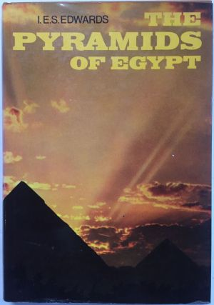 The pyramids of Egypt. EDWARDS Iorwerth Eiddon Stephen.[newline]M0504a.jpg