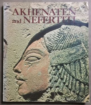 Akhenaten and Nefertiti. ALDRED Cyril[newline]M2785.jpg